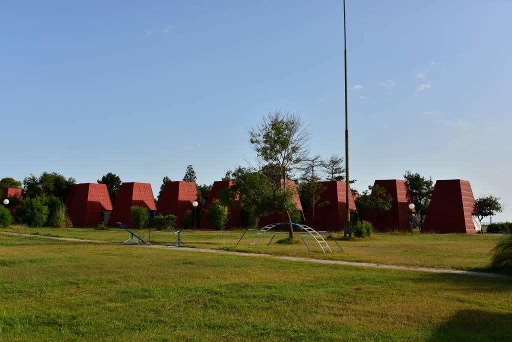 Domki kempingowe na wyspie Ada Bojana